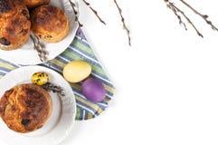 Kulich orthodoxe traditionnel de nourriture de Pâques de chrétien avec des raisins secs photo stock
