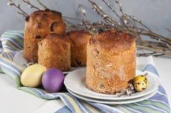 Kulich ortodoxo tradicional do alimento de easter do cristão com passas Imagens de Stock Royalty Free
