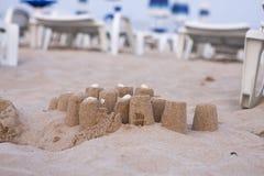 Kulichiki della sabbia su una spiaggia Fotografie Stock Libere da Diritti