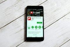 KULIM, MALASIA - 11 DE ABRIL DE 2018: Uso de Flipboard en una tienda del juego de Google del androide Foto de archivo libre de regalías