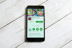 KULIM, MALESIA - 11 APRILE 2018: Applicazione di saga di schiacciamento di Candy su un deposito del gioco di Google di androide Immagine Stock Libera da Diritti