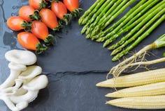 Kulinarisk bakgrund, grönsakbakgrunder Arkivfoton
