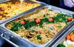 Kulinarisk buffématställe för kokkonst som sköter om äta middag matberöm royaltyfri foto