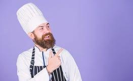 Kulinarisk expert Matlagning ?r min passion b?sta kock n?gonsin Perfekt kock med proper blick Yrkesm?ssig kock i likformig arkivfoto