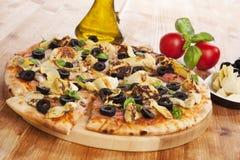 Kulinariskt äta för pizza fotografering för bildbyråer