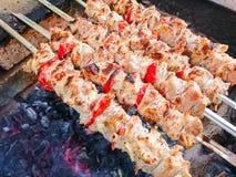 Kulinarna grill wieprzowina na węglach pieczone mięso Szybkie Żarcie Zdjęcia Royalty Free