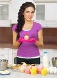 Kulinarna kobieta przy kuchnią Obraz Stock