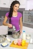 Kulinarna kobieta przy kuchnią Obrazy Royalty Free