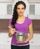 Kulinarna kobieta w kuchni Obrazy Royalty Free