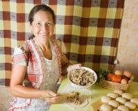 kulinarna mięsna klajstrowata kobieta Obraz Stock