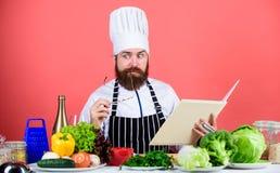 Kulinarna umiejętność Książkowi przepisy i m Sprawdza jeżeli ty wszystkie składniki kucharz zdjęcia stock
