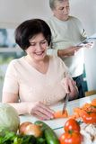 kulinarne starszyzna szczęśliwych par Fotografia Stock