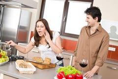 kulinarnej pary szczęśliwy kuchenny nowożytny Obraz Stock