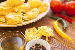 Kulinarni składniki na drewnianym stole Zdjęcie Royalty Free