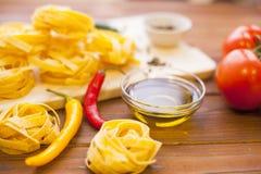 Kulinarni składniki na drewnianym stole Fotografia Royalty Free