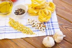 Kulinarni składniki na drewnianym stole Obraz Stock