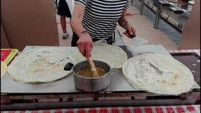 Kulinarny borlenghi Typowy Włoski jedzenie zdjęcie wideo