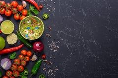 Kulinarny gorącego kumberlandu pojęcie Wybór warzywa, owoc, ziele i pikantność dla robić, salsa kumberlandowi i innym kumberlando obrazy royalty free