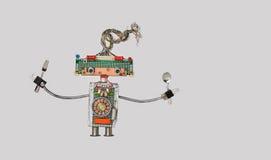 Kulinarny kuchenny szefa kuchni rozwidlenie, łyżka w rękach i Śmieszny zabawkarski robot dla restauracyjnego karmowego menu rekla Obrazy Royalty Free