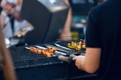 Kulinarny mięso Na grilla zbliżeniu Outdoors grill obrazy stock