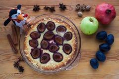 Kulinarny nieociosany śliwka tort Obrazy Royalty Free