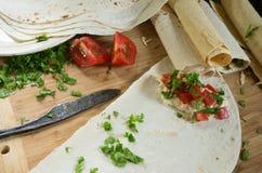 Kulinarny pita faszerował z pomidorami, serem i cilantro, Obrazy Royalty Free