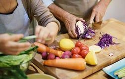 Kulinarny Starszy pary więzi pojęcie Obraz Stock