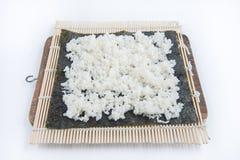 Kulinarny suszi, stawiający ryżu krok Obrazy Royalty Free