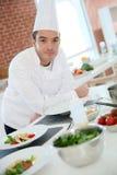 Kulinarny szef kuchni w kuchni Zdjęcie Royalty Free