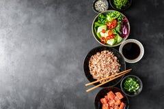 Kulinarny tło potrącenie pucharu składniki fotografia stock