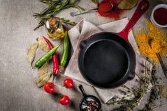 Kulinarny tło z pustą niecką obraz stock
