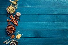 Kulinarny tło z różnorodnymi pikantność obraz royalty free