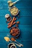 Kulinarny tło z różnorodnymi pikantność zdjęcia stock