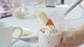 Kulinarny truskawki tiramisu zbiory wideo