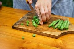 Kulinarny warsztat blisko sałatka wystrzelona w górę warzywa Zdjęcie Stock