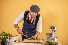 Kulinarny warsztat, przygotowywa wyśmienicie hamburgery zdjęcie royalty free
