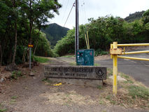 Kuliouou在足迹开始的水库标志  库存图片