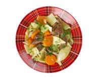 Kullama. kokt kött med nudlar Arkivfoto