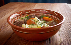 Kullama kokt kött med nudlar Fotografering för Bildbyråer