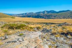 Kullar av naturligt parkerar Toppig bergskedja de Gredos arkivfoto