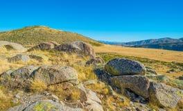 Kullar av naturligt parkerar Toppig bergskedja de Gredos Royaltyfri Fotografi