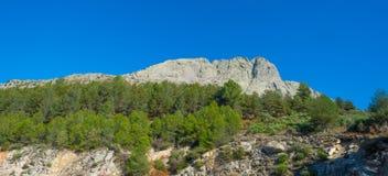 Kullar av naturligt parkerar Toppig bergskedja de Gredos arkivbild