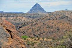 Kullar och berg av naturlig skönhet Arkivbild