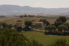 Kullar som omger Val D& x27; orciaområde i Tuscany Royaltyfri Bild