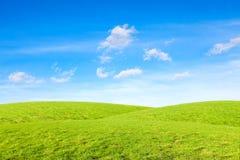 Kullar under den blåa himlen royaltyfri bild