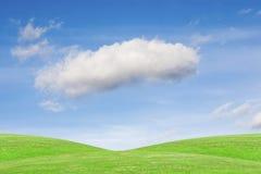 Kullar under den blåa himlen arkivfoto