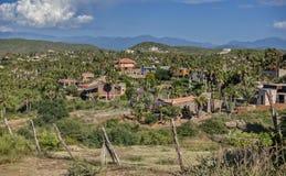 Kullarna av Todos Santos, Mexico som sett från över royaltyfri bild