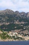 Kullarna ovanför Positano Fotografering för Bildbyråer