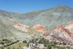 Kulle av sju färger i Jujuy, Argentina Arkivfoton