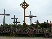 Kullen av kors i nordliga Litauen royaltyfri foto